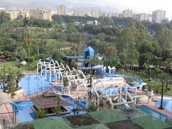 Poolområde og parque la Paloma i baggrunden