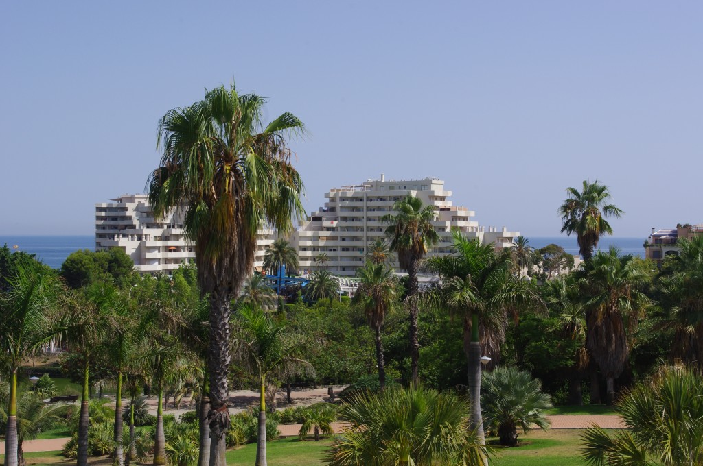 Parque la Paloma med Benal Beach i baggrunden