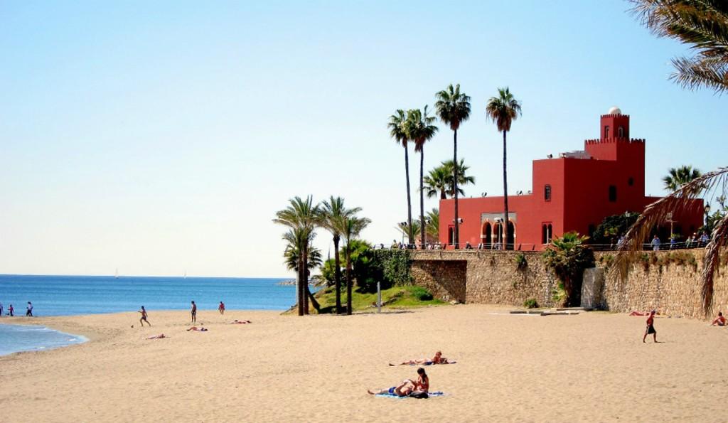 Stranden Santa Ana som ligger lige overfor lejligheden