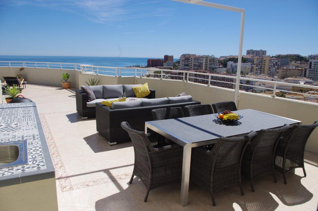 Spisebord og loungesofa